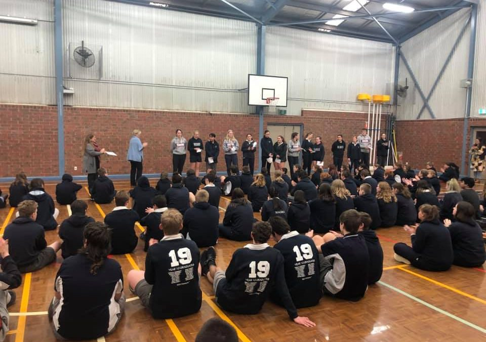 Assembly for student acknowledge